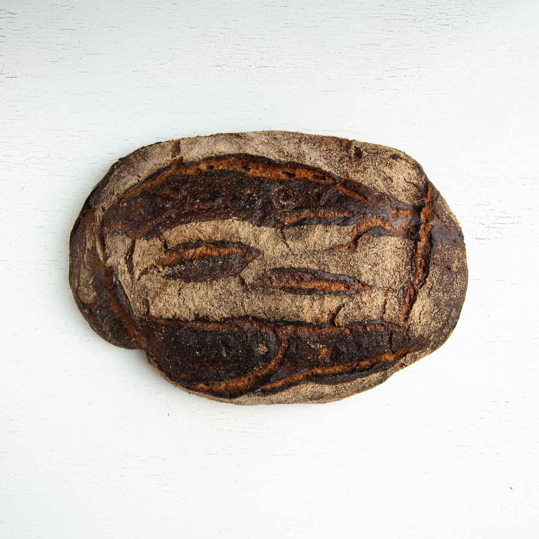 Økologisk surdejsbrød fra Mirabelle Bakery. Organic sourdough bread from Mirabelle Bakery.